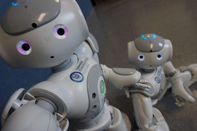 robot ayuda en rehabilitación de niños y niñas